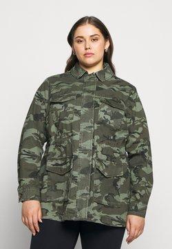 New Look Curves - POCKET CAMO SHACKET - Pitkä takki - khaki