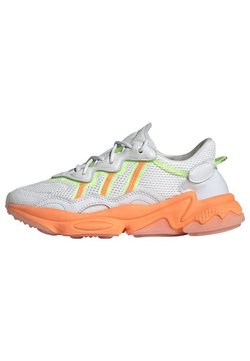 adidas Originals - OZWEEGO SPORTS INSPIRED SHOES - Sneakers laag - crywht/sigorg/siggnr