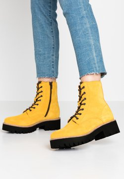 s.Oliver - BOOTS - Plateaustiefelette - yellow