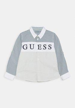 Guess - REGULAR BABY - Chemise - light blue/white