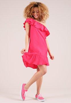 blonde gone rogue - Cocktailkleid/festliches Kleid - pink