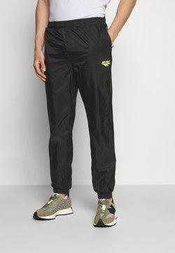 Hi-Tec - HUEY LIGHTWEIGHT TRACK PANTS - Jogginghose - black