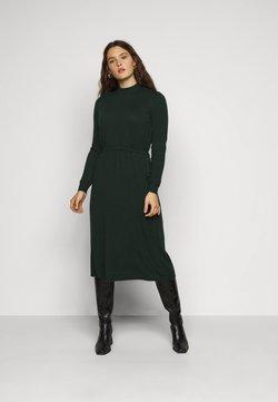 Vero Moda Curve - VMSHARM HIGHNECK DRESS - Strickkleid - pine grove