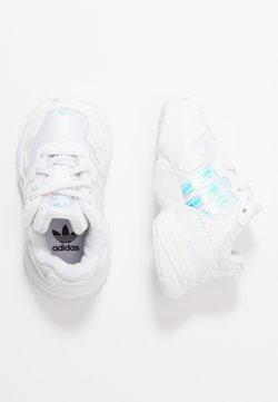 adidas Originals - YUNG-96 EL - Slipper - footwear white/core black