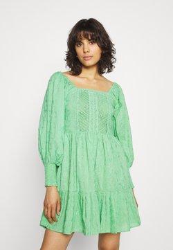 Lace & Beads - CAYLEE DRESS - Cocktailkleid/festliches Kleid - green