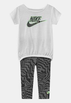 Nike Sportswear - SET - T-shirt print - black
