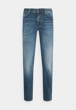 Selected Homme - SLHSTRAIGHT SCOTT - Straight leg -farkut - medium blue denim
