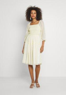 YAS - YASDEANNA 3/4 DRESS - Cocktailkleid/festliches Kleid - yellow
