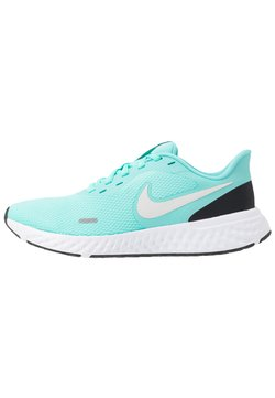 Nike Performance - WMNS REVOLUTION 5 - Zapatillas de running neutras - aurora green/platinum tint/black