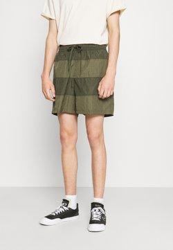 Nike Sportswear - Shorts - medium olive/khaki