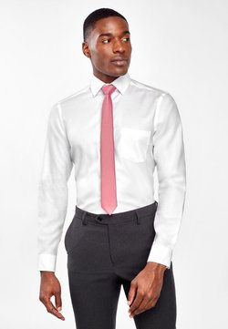 Next - WHITE REGULAR FIT EASY IRON SHIRT WITH PINK TIE AND PATTERN POCK - Businesshemd - white