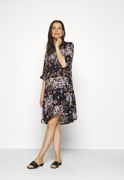 Pieces Maternity - PCMBECCA DRESS - Skjortekjole - black/purple
