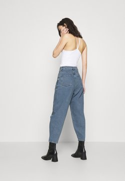 NU-IN - HIGH RISE BARREL CROPPED JEANS - Jeans bootcut - mid blue wash