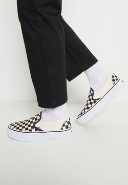 Vans - CLASSIC PLATFORM - Loaferit/pistokkaat - black/white
