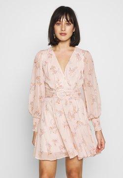 Forever New Petite - CLARA BELTED SKATER DRESS - Hverdagskjoler - apricot blossom