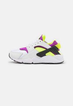 Nike Sportswear - HUARACHE - Baskets basses - white/red plum/light lemon twist/black