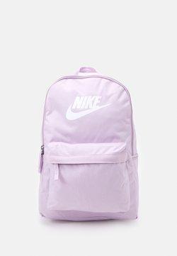 Nike Sportswear - HERITAGE UNISEX - Ryggsäck - iced lilac/iced lilac/white
