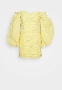 Glamorous - RUCHED DRESS WITH VOLUME SLEEVE - Freizeitkleid - yellow