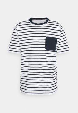 Lindbergh - OVERSIZE STRIPE TEE - T-Shirt print - white