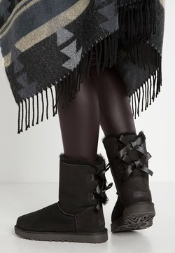 UGG - BAILEY BOW - Stiefelette - black