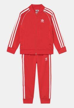 adidas Originals - TRACKSUIT SET UNISEX - Survêtement - red/white