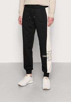 Calvin Klein Jeans - MONOGRAM BLOCKING JOG PANT - Jogginghose - black