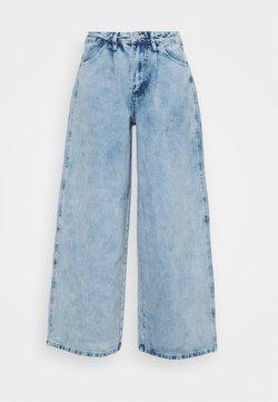 Missguided Petite - BAGGY BOYFRIEND - Relaxed fit -farkut - light blue