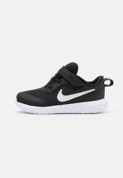 Nike Performance - REVOLUTION 5 UNISEX  - Juoksukenkä/neutraalit - black/white/bright crimson