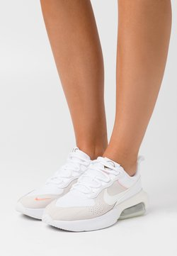 Nike Sportswear - AIR MAX VERONA - Sneakers laag - white/sail/atomic pink/stone/metallic gold