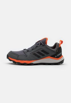 adidas Performance - TERREX AGRAVIC GORE-TEX TRAIL RUNNING SHOES - Zapatillas de trail running - grey four/core black/orange