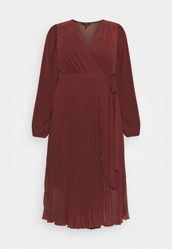 Forever New Curve - PENELOPE PLEATED WRAP DRESS - Vestido informal - winter berry