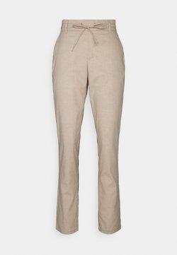 Vero Moda Tall - VMKEONI PANT - Trousers - nude