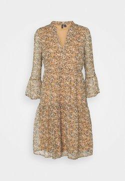 Vero Moda Tall - VMKAY SHORT DRESS - Freizeitkleid - tan