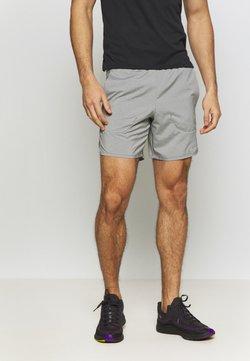 Nike Performance - FLEX STRIDE SHORT - Pantalón corto de deporte - iron grey/heather/reflective silver