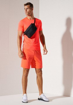 Superdry - ACTIVE - Funktionsshirt - neon red
