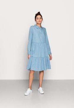 Moss Copenhagen - FLIKKA JAINA SHIRT DRESS - Dongerikjole - blue wash