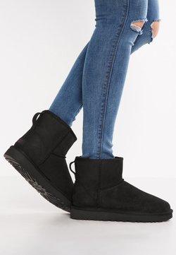 UGG - CLASSIC MINI - Stiefelette - black