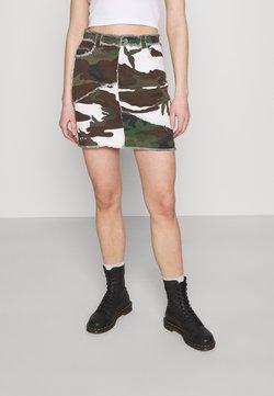 Missguided - CONTRAST CAMO PANEL RAW HEM MINI SKIRT - Minirock - khaki