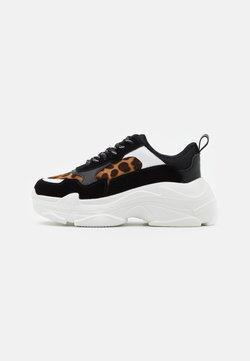 NA-KD - LEO CHUNKY TRAINERS - Sneakers laag - black
