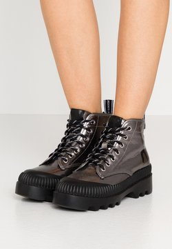 KARL LAGERFELD - TREKKA BRUSH LOGO HIKER - Ankle Boot - dark metal