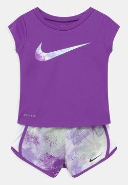 Nike Sportswear - SKY DYE TEMPO SET - Camiseta estampada - purple chalk