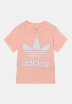 adidas Originals - TREFOIL TEE UNISEX - Camiseta estampada - haze coral/white