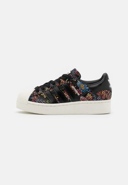 adidas Originals - SUPERSTAR SPORTS INSPIRED SHOES - Sneakers laag - core black/offwhite/scarlet