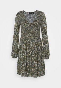 Dorothy Perkins - FIT & FLARE SHEERED DRESS - Freizeitkleid - green