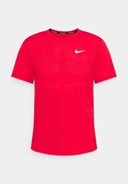 Nike Performance - MILER  - Camiseta básica - university red/reflective silver
