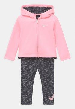 Nike Sportswear - THERMA SET - Chaqueta de entrenamiento - black