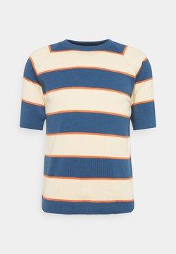 Far Afield - NEWPORT  - T-Shirt print - ensign blue/arabesque