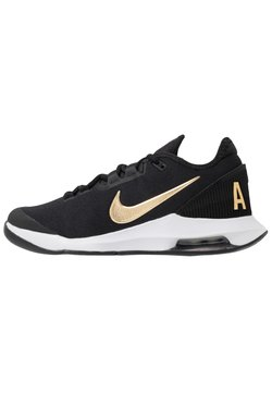 Nike Performance - NIKECOURT AIR MAX WILDCARD - Scarpe da tennis per tutte le superfici - black/metallic gold/white