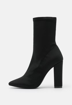 Nly by Nelly - POINTY STRETCHY BOOT - Korolliset nilkkurit - black