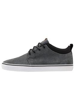 Globe - CHUKKA - Skateschuh - charcoal/black/white